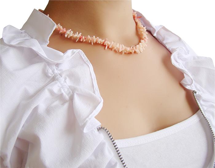 colar de coral rosa